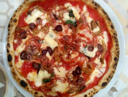 Pizzeria Fratelli Pellone a Fuorigrotta: frittura, pizza e dolce senza glutine